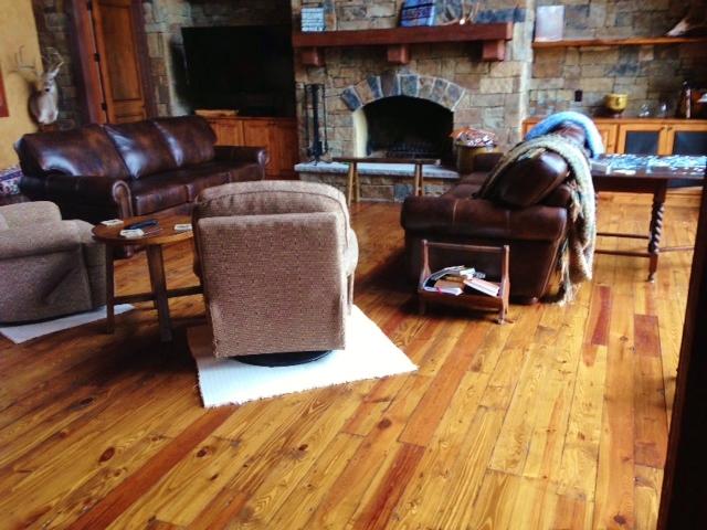 Pine Wood – Living Area