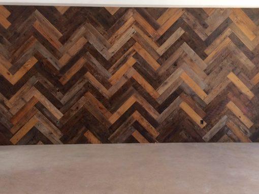 Reclaimed circle sawn  5″oak, herringbone pattern wall