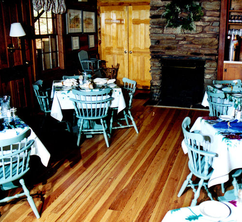 Pine Wood Floor – Restaurant